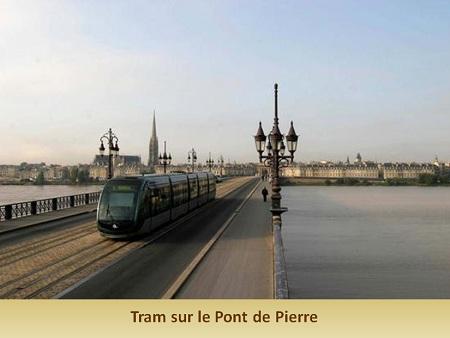 tram sur Pont de Pierre