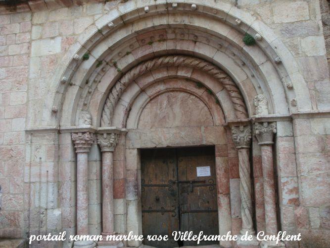 01 portail roman marbre rose Villefranche de Conflent