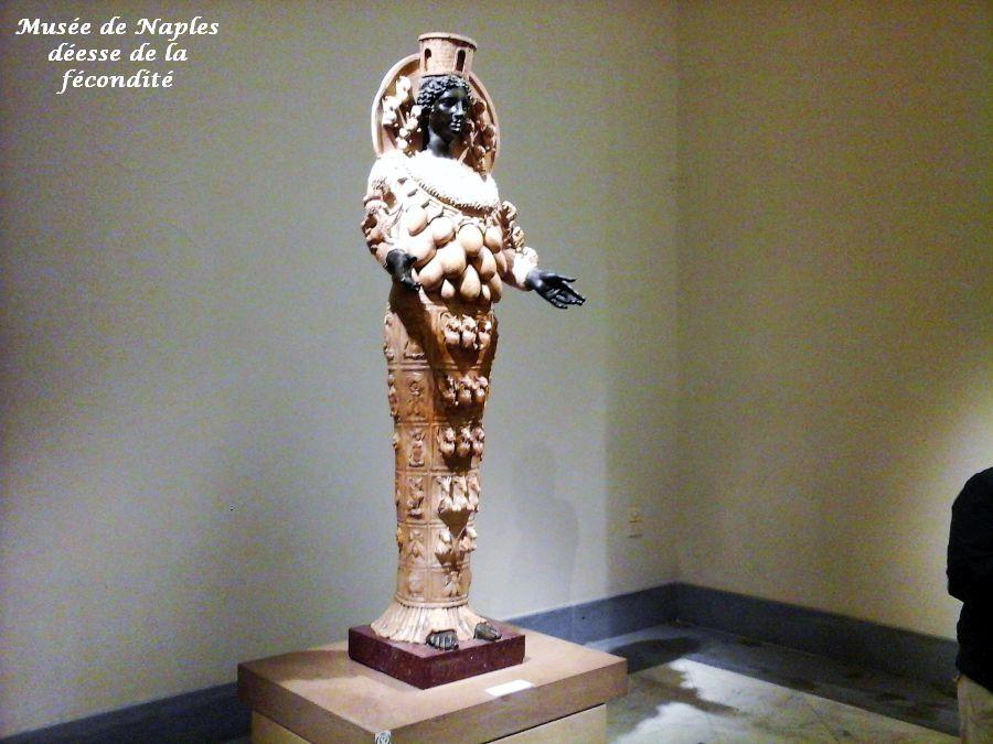 02 Naples déesse fécondité