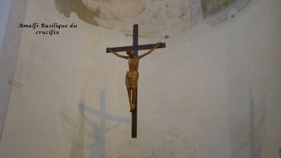11 Christ suspendu dans le choeur église Amalfi